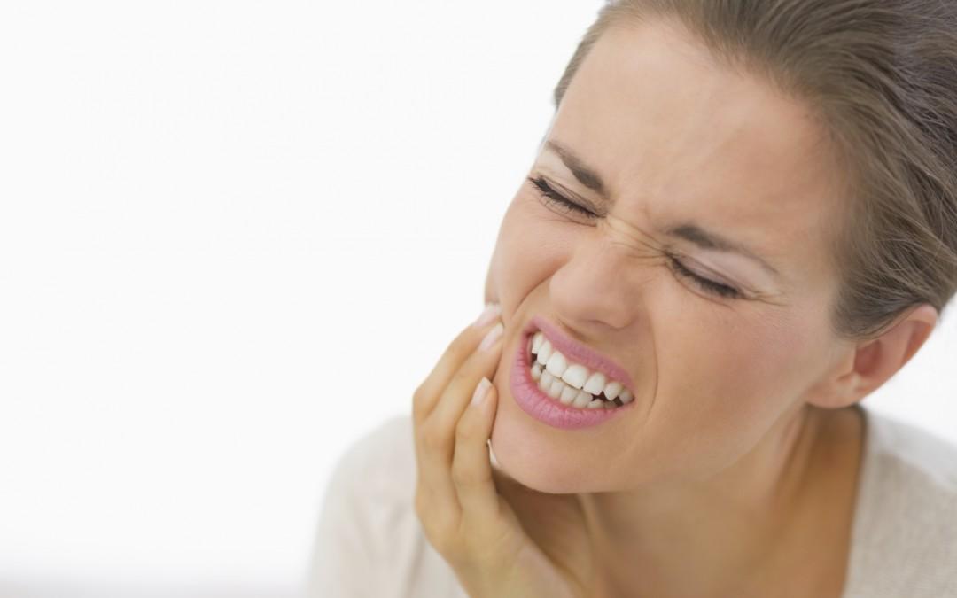 ¿Tienes los dientes sensibles? Consejos para remediarlo